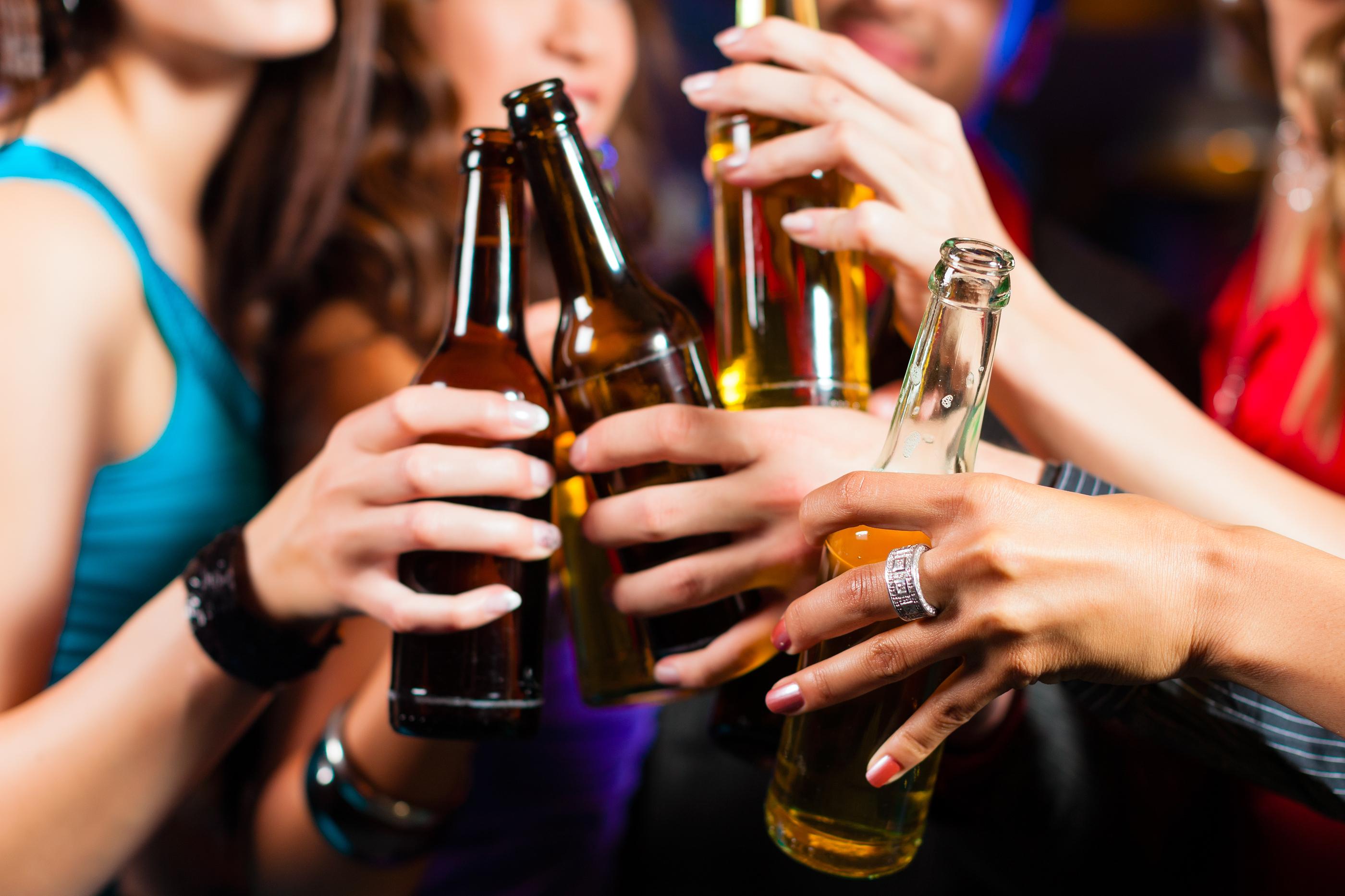 Фото как девочки пьют сперму 10 фотография