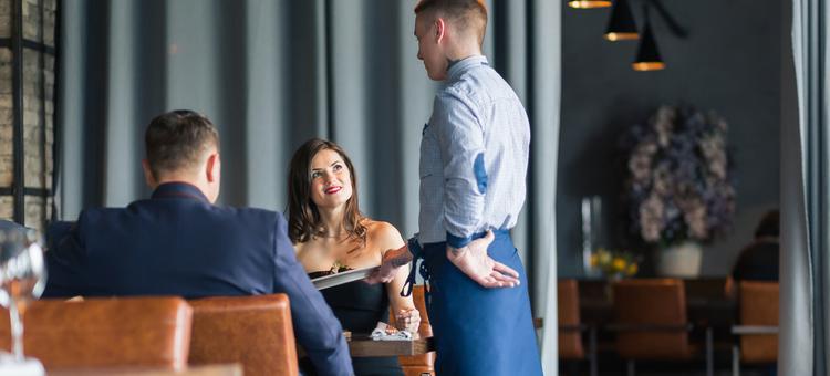 restaurant customer service mistakes