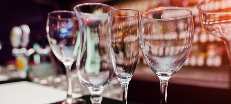 bar glassware guide 101 buzztime. Black Bedroom Furniture Sets. Home Design Ideas