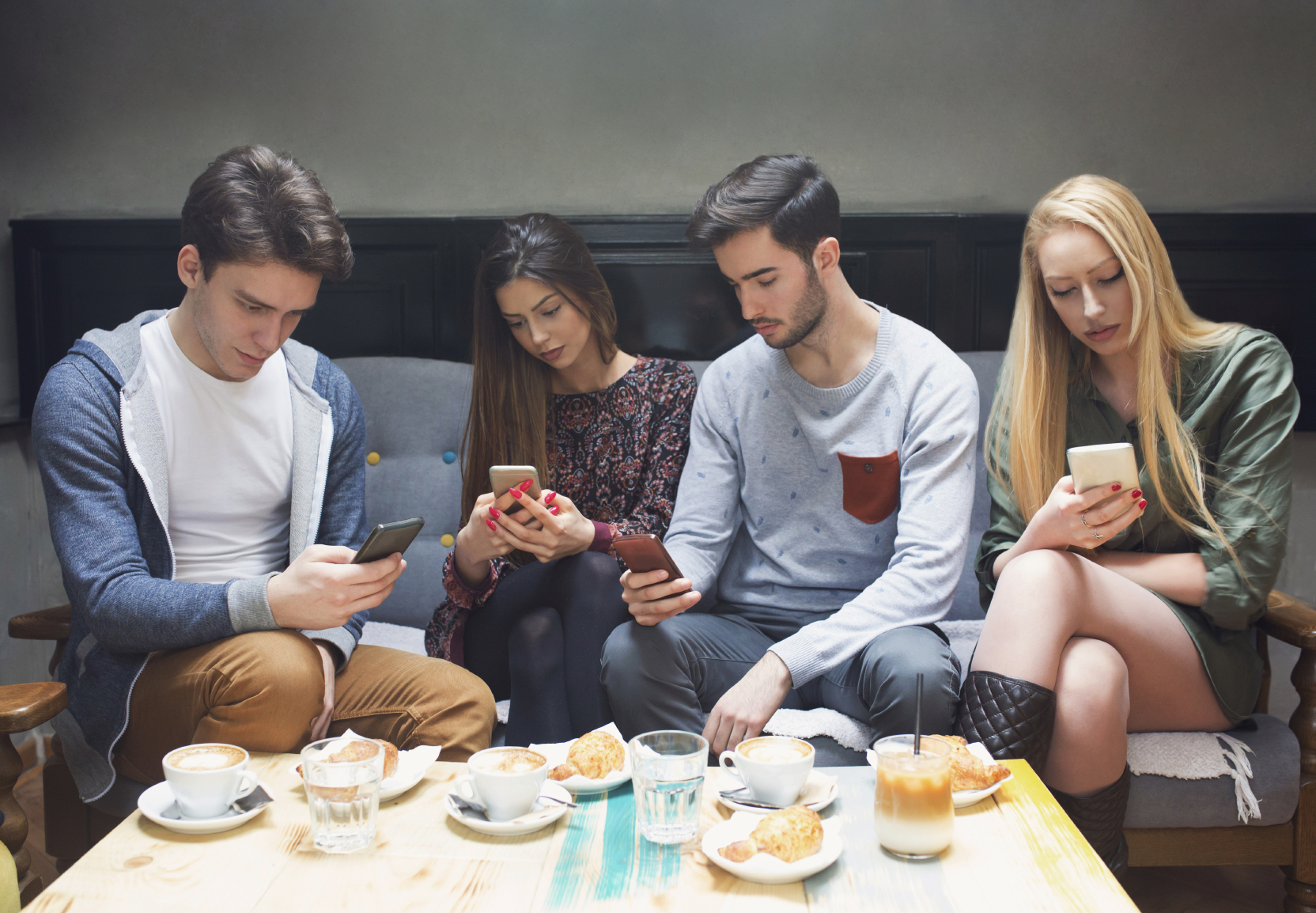 technology isolates people Researchers link use of internet, social isolation when they first reported an association between internet use and social isolation with single people.