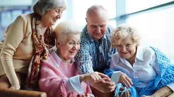 seniorliving-02-buzztime-senior-living-tablets