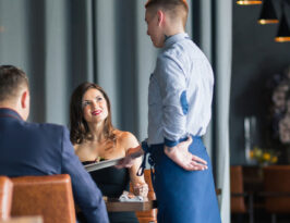 restaurant customer service mistakes