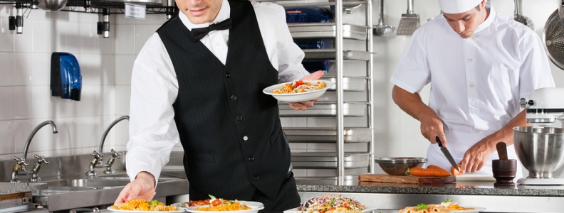 Restaurant Management: 4 Tips to Lead by Example