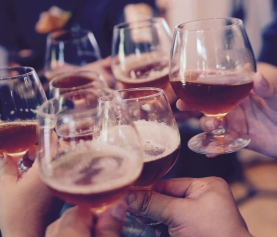 How Fresh Content Keeps Customers Coming Back to Your Bar
