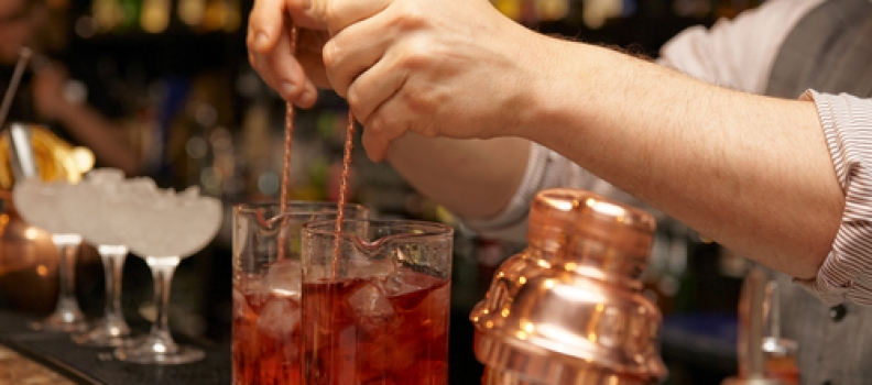 How to Offer Quality Customer Service for Bar Guests